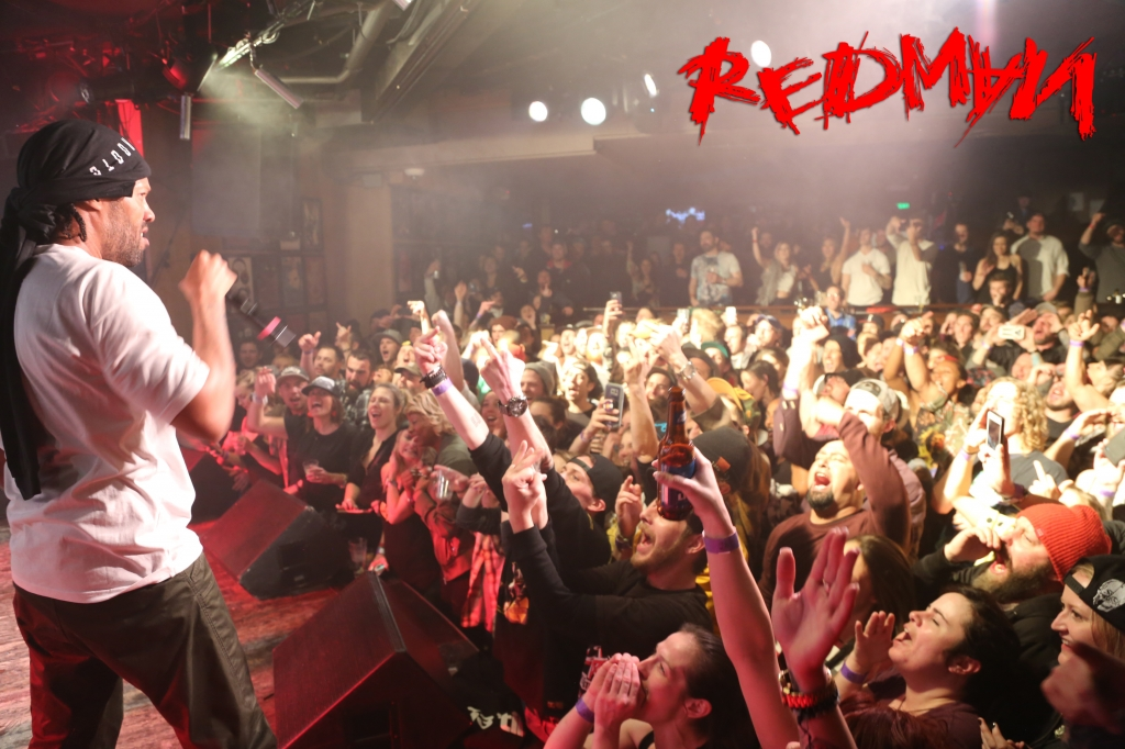 screen-red-crowd